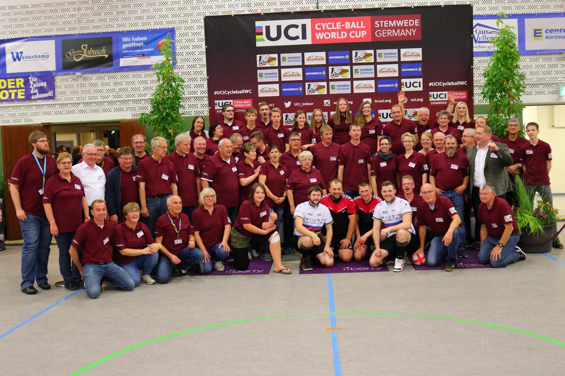 Die Weltmeister aus Österreich und unser Wildcard Team aus Iserlohn im Kreise der Helfenden.