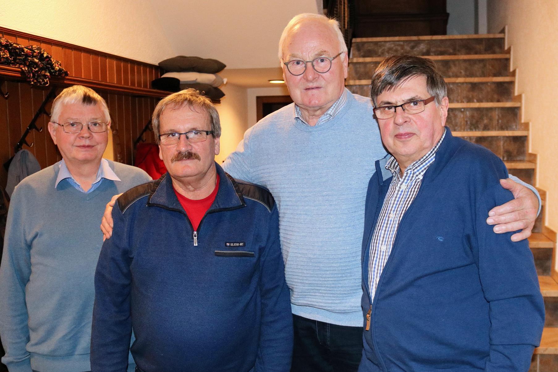 Die besten Kartenspieler: Manfred Lahrmann (v.r.), Hartwig Wuttke, Erwin Heuermann und Turnierleiter Reinhard Hegerfeld.