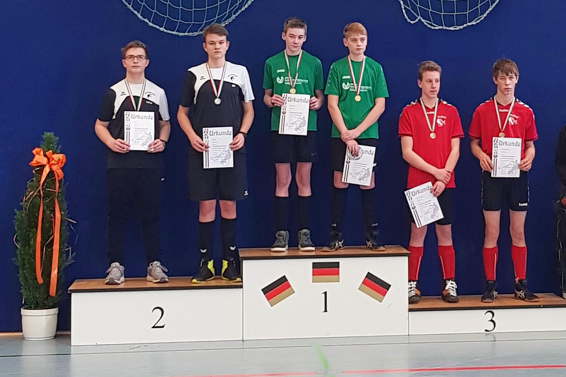 Siegerehrung U17 (v.r.): Maurice Mösemeyer, Nils Wenzel, RSC Schiefbahn, RSV Oelde