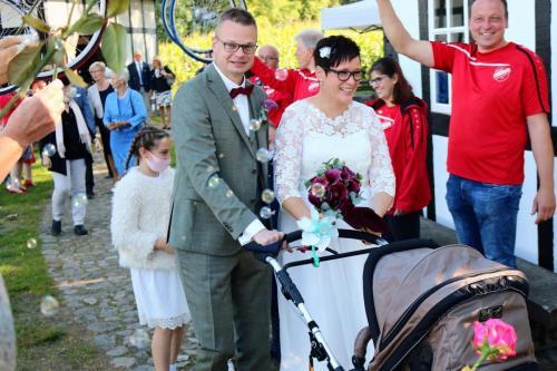 Hochzeit und die Sonne lacht